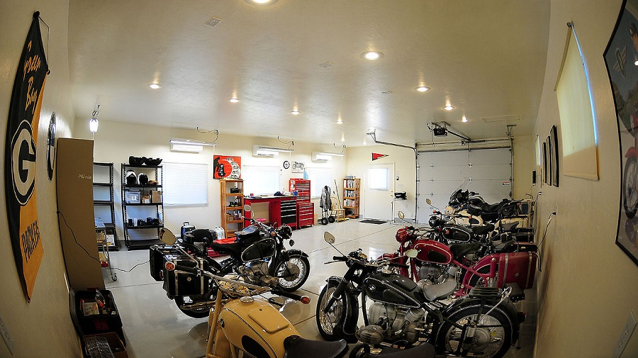 1280px-Man_cave_motorcycles
